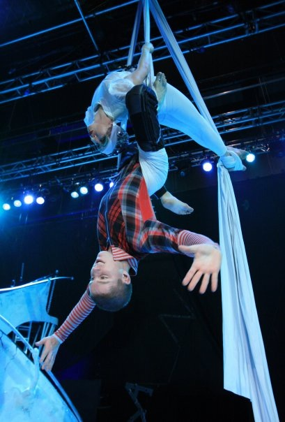Dublin Based Physiotherapist Stephen O'Rourke upsidedown performing an aerial work